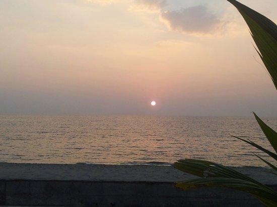 Lanta Il Mare Beach Resort : Vista de la puesta de sol des del hotel