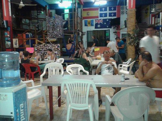 Hostel Playa: Comedor amplio y comodo