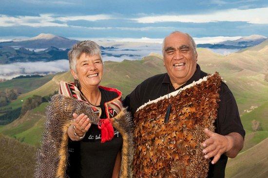 Waimarama Maori Tours : Robert and Denise at Te Mata Peak