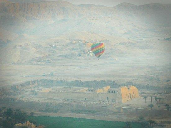 Sindbad Hot Air Balloons: Medinet Habu desde el globo