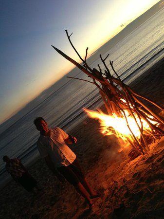 InterContinental Fiji Golf Resort & Spa : Private beach dinner and bonfire organised by the local villagers