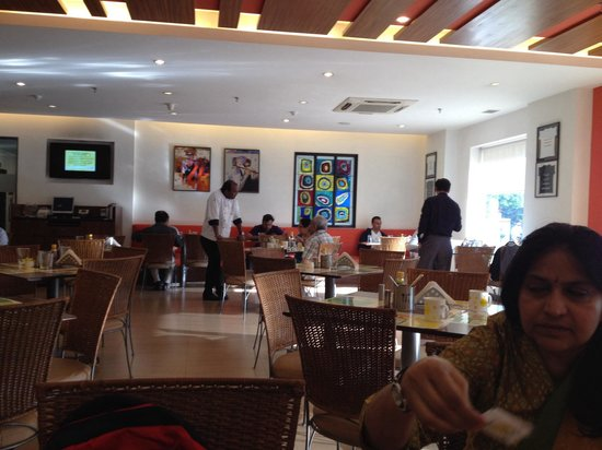 Lemon Tree Hotel, Ahmedabad : Restaurant