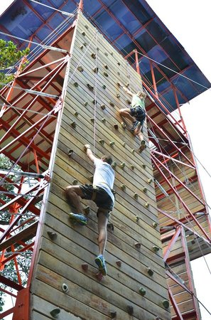 Loola Adventure Resort : Climbing Wall