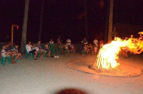 Loola Adventure Resort: Bonfire on Saturday Night