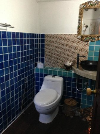 Aminjirah Resort: 'Budget Comfort Room 8' - bathroom