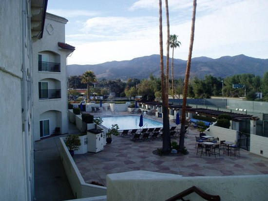 Santa Ynez Valley Marriott: pool area early morning