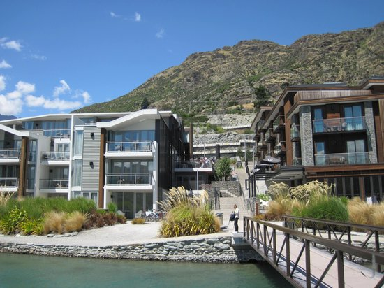 Hilton Queenstown Resort & Spa : Hilton from dock