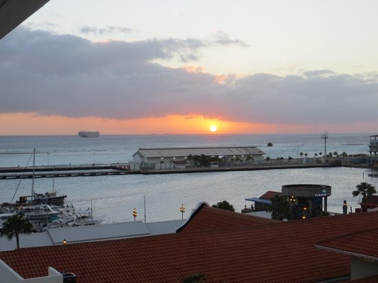 Renaissance Aruba Resort & Casino: Sunset from our balcony