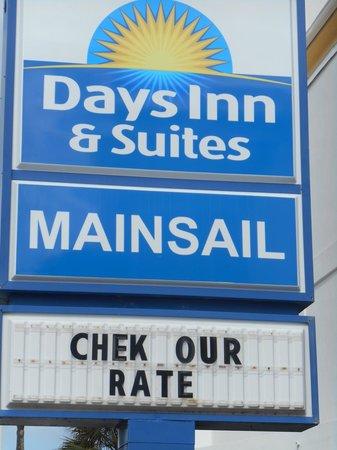 Days Inn Ormond Beach Mainsail Oceanfront: Hotel sign