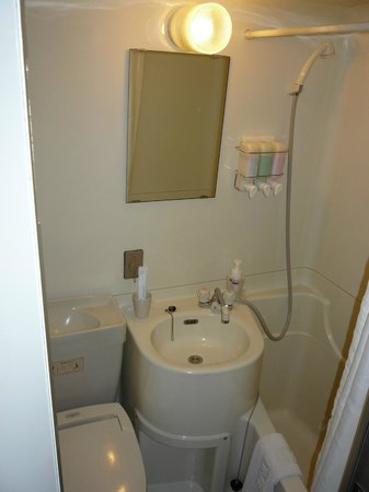 Sun Life Hotel 2 & 3: バスルームです.標準的なビジネスホテルです.