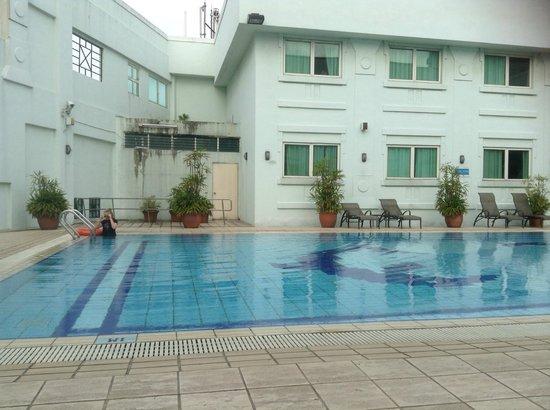 Hotel 81-Tristar: nice quiet pool area