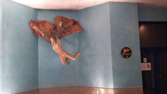 Olympik Hotel Prague: Strange statue