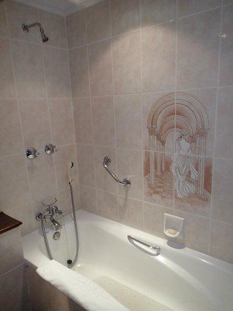 Sarova Stanley: Bathroom