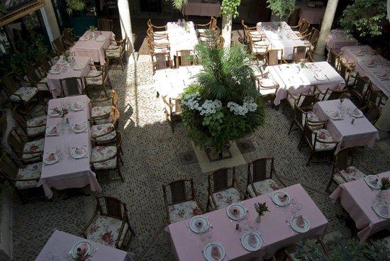 Cafe de la Iberia: Patio Castellano