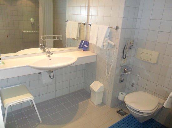 Wyndham Grand Salzburg Conference Centre: Bathroom