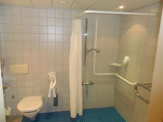 Wyndham Grand Salzburg Conference Centre: Roll in shower