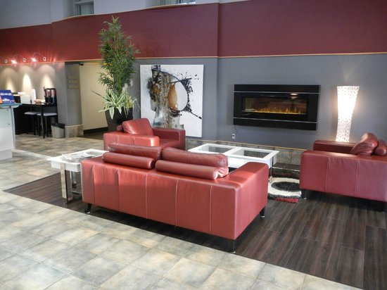 Days Inn - Estevan: Hotel lobby.