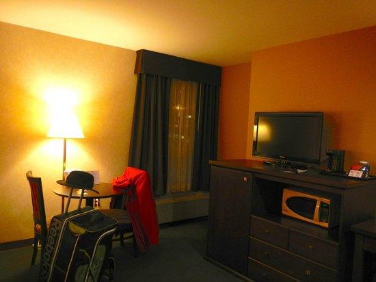 Days Inn - Estevan: View of room amenities.
