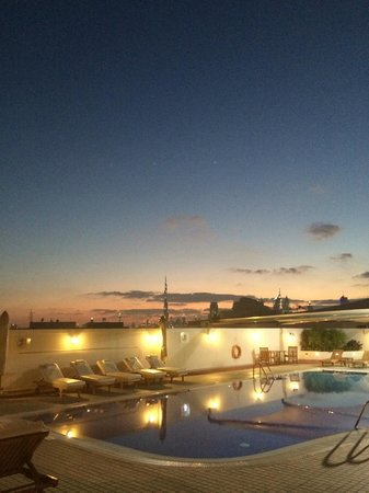 Mövenpick Hotel & Apartments Bur Dubai: View from pool at sunset