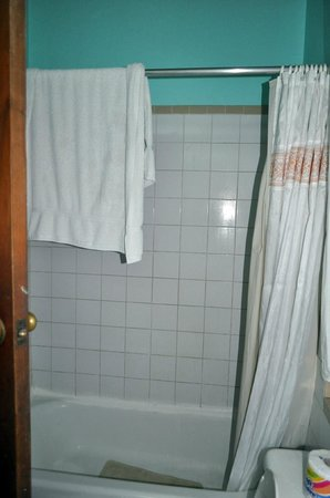 Kuyaba Hotel & Restaurant - Negril: Shower in the Honeymoon Suite