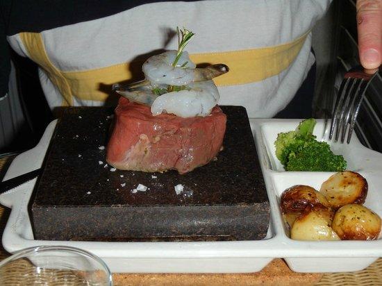 The Plantation bar and restaurant: Reef & Turf