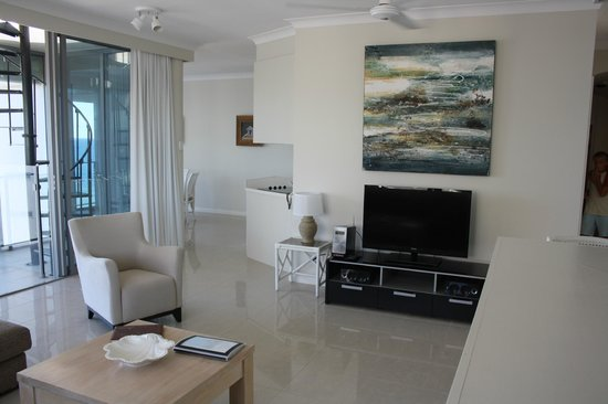 Majorca Isle Beachside Resort: Living room
