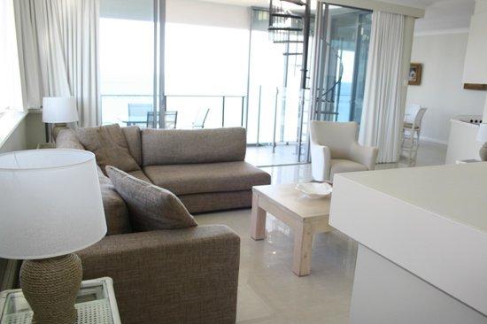 Majorca Isle Beachside Resort : Living room