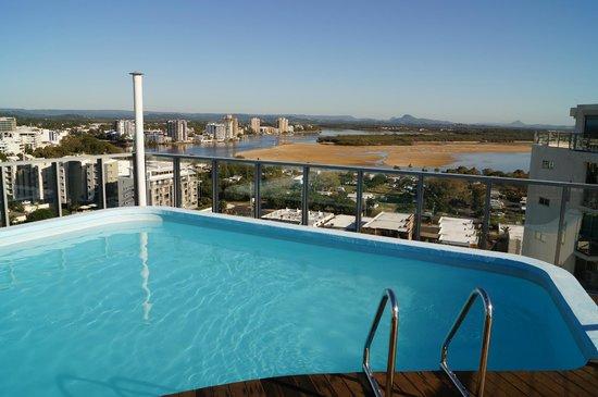 Majorca Isle Beachside Resort : Roof top pool looking north