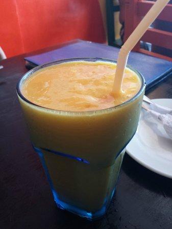 Jonah's Fruit Shake & Snack Bar : Mango Rum Fruitshake