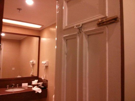 Clarkes Hotel: Broken bolt of bath-room door - Was fixed when highlighted