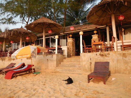 Paris Beach Phu Quoc : Beach and Dinning Area