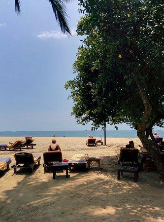 Mercure Resort Sanur: Wide beach