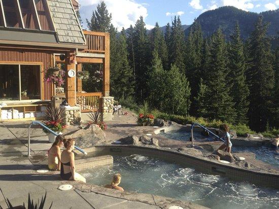 Hidden Ridge Resort: Pool View