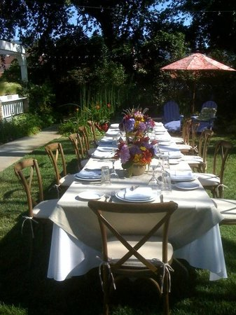 Lavender Inn : Outside dining event