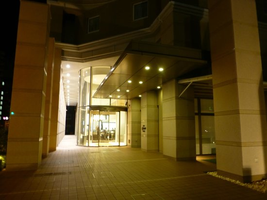 Hotel JAL City Haneda Tokyo : 向かって右手にシャトルバスが付きます.