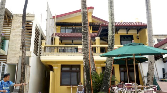 True Home Hotel, Boracay: Hotel view from beach