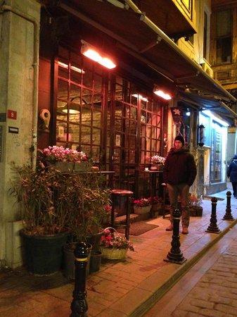 9 Ece Aksoy: vetrina su strada