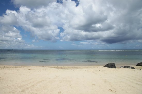 The Oberoi, Mauritius : Cloudy day on the beach