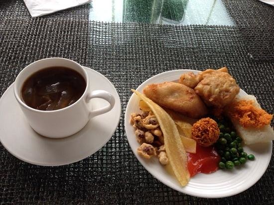 Padma Hotel Bandung: Some of the delicious afternoon high tea with coconut ginger tea.