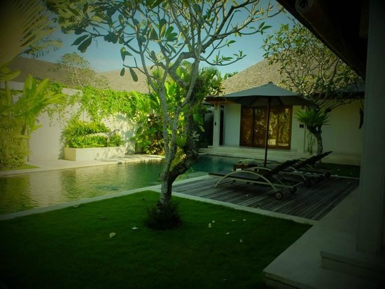 Saba Villas: One of the bedrooms overlooking the pool