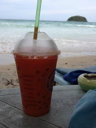 Kata Beach: Коктейль на пляже