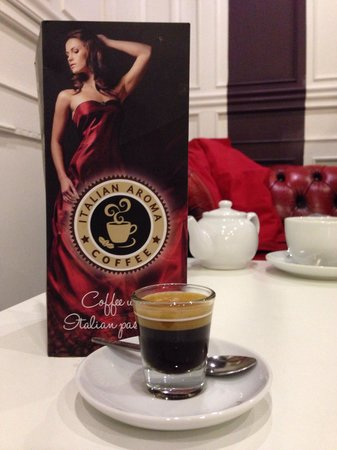 Lola & Livvy's: Best place in Glasgow Central for an Expresso :) Even the glass cups are cool !!!