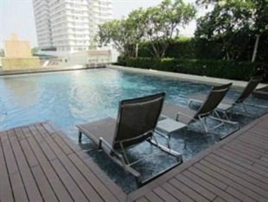 Ariva Ivy Servizio Thonglor: Outdoor Swimming Pool