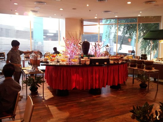 Capitol Hotel : Lots of food