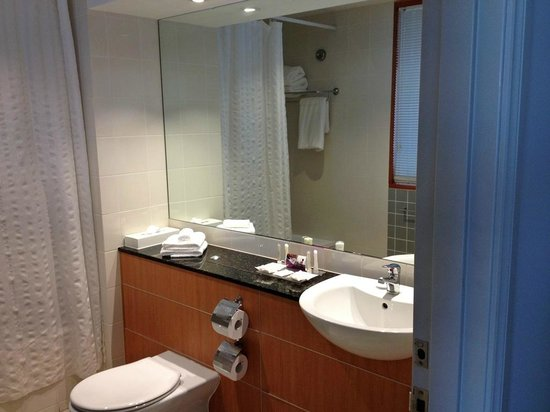 Crowne Plaza Newcastle: Spacious Bath
