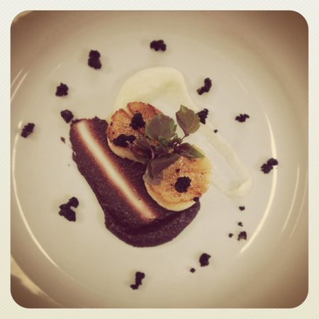 Freya's Restaurant at Aspers Casino: Scallops with Black Pudding