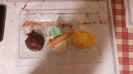 Restaurant Caveau Folie Marco: glaces choisies et même prégoûtées pour l'orange