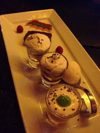 Darwins Restaurant: Desert plate for two