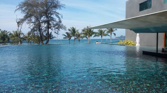 B-Lay Tong Phuket: pool