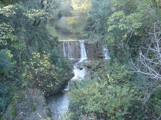 Le Mas de la Flaquière : Village de Cotignac, la cascade